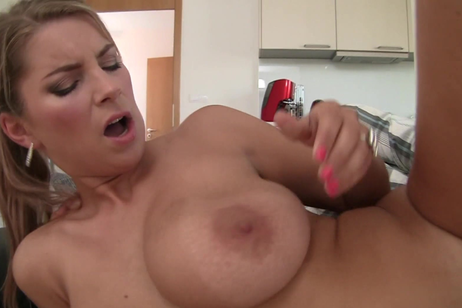 record largest nipples & large tits braless