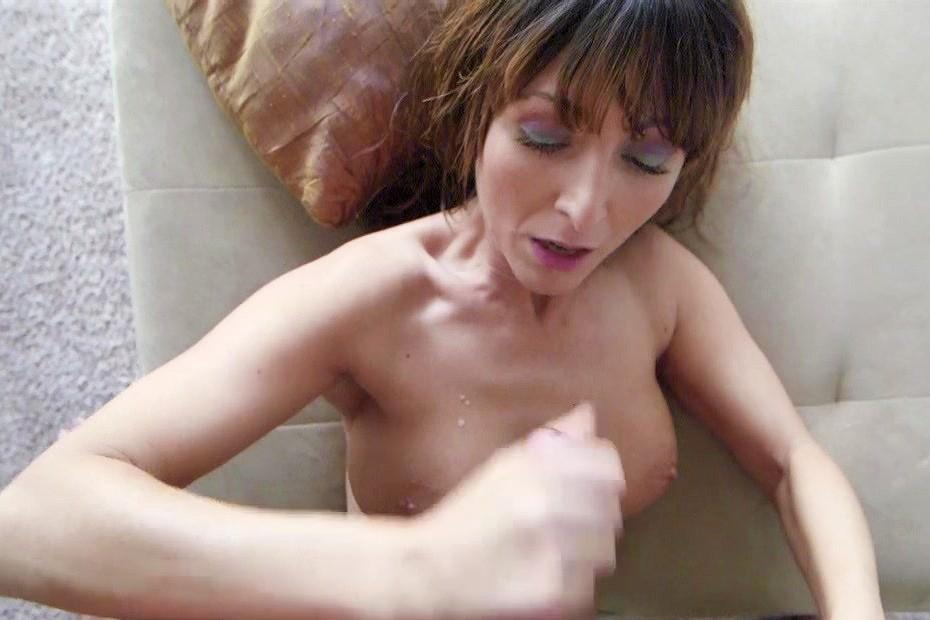 Girl on girl eating pussy in the shower