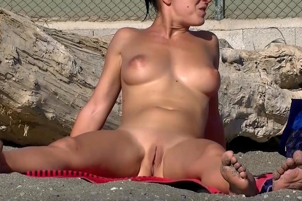 High resolution beautiful nude women pussy